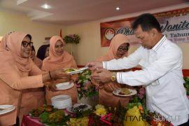 Meriahkan HUT, Dharma Wanita Tapsel lomba rangkai bunga