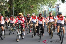 Kapolda Sumut gowes keliling Medan dan ajak ciptakan pemilu damai