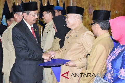 Gubernur rotasi delapan pejabat eselon