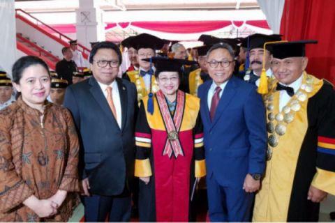 Megawati Terima Gelar Honoris Causa IPDN