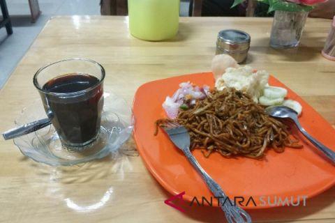 Menikmati mie Aceh dan kopi ule kareng di Mulia Cafe