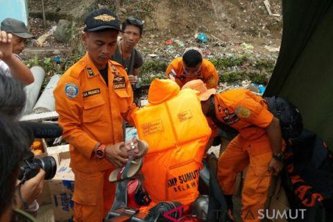 Tim temukan helm dan sandal korban