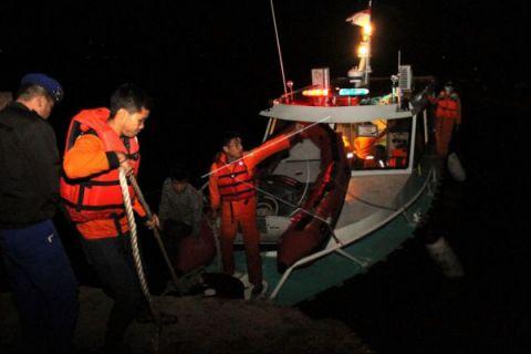 Pencarian korban kapal tengggelam dilanjutkan meski hujan
