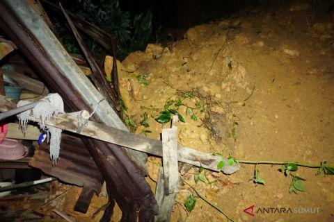 Satu rumah di Padangsidimpuan tertimbun longsor