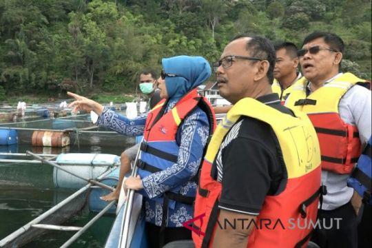 Danau Toba harus bersih dari keramba