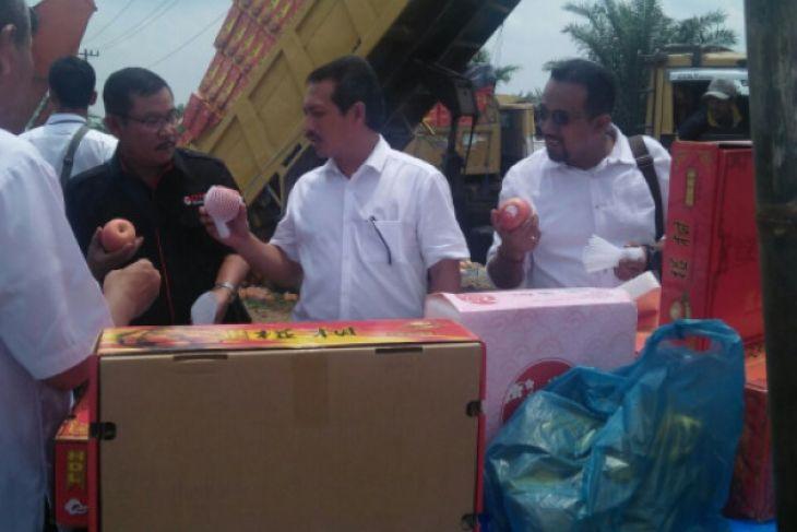 Kementerian Perdagangan musnahkan tujuh kontainer buah impor
