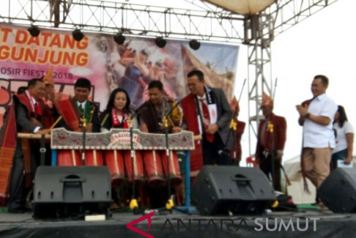Bupati Samosir buka Festival Gondang Naposo