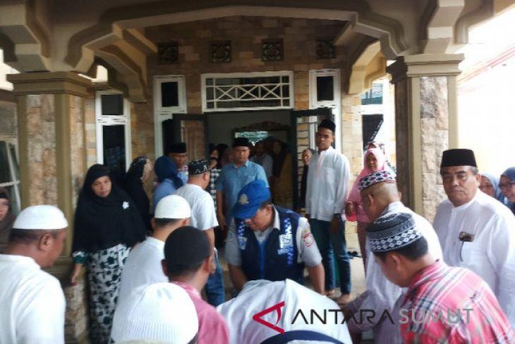 Jenazah Ketua DPRD Tanjungbalai disambut isak tangis