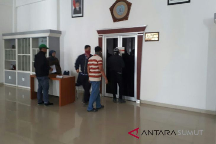 KPK kembali geledah ruangan kantor Dinas Bupati Labuhanbatu