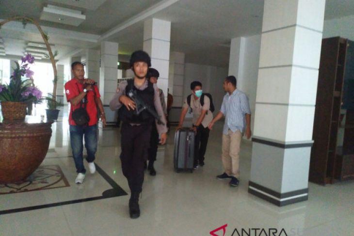 KPK bawa 1 koper dan 2 kardus dokumen dari kantor Bupati Labuhanbatu