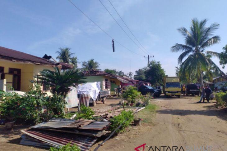 Angin puting beliung rusak 35 rumah di Labuhanbatu
