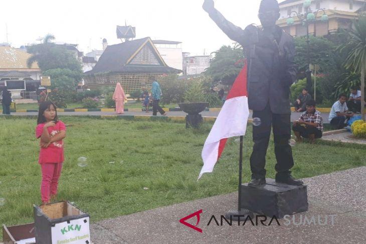 Pertunjukan patung Soekarno