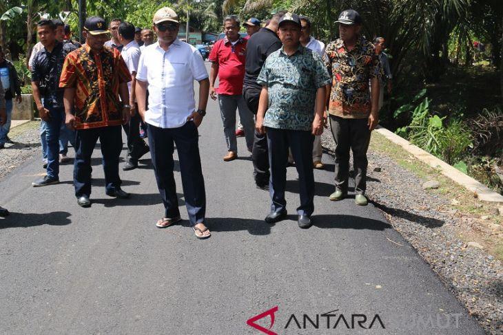 Setahun, Pemkab Tapteng  perbaiki jalan 75 km
