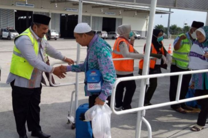 Seluruh 185 Haji Tapsel tiba di tanah air