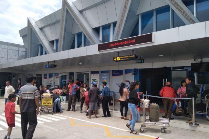 Bupati Taput tolak pergantian nama bandara Silangit