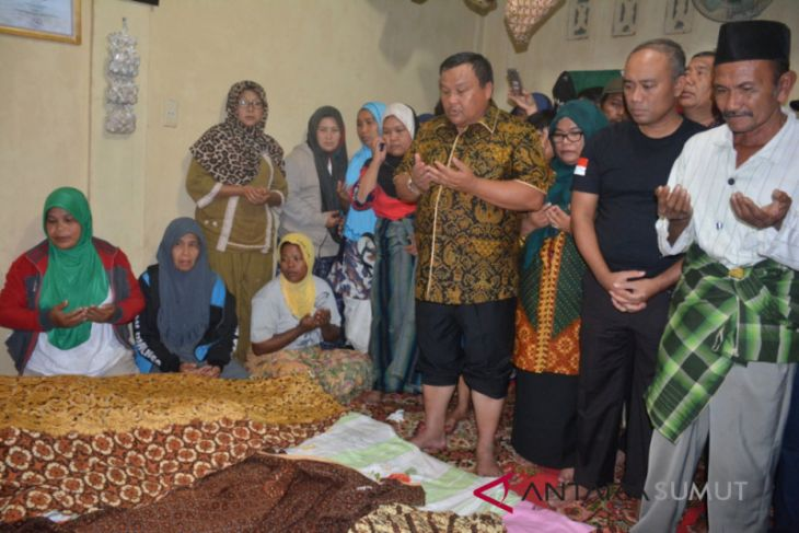 Walikota Sibolga doa bersama di rumah duka