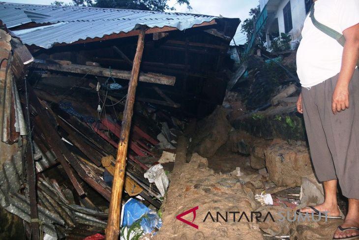Empat  warga Sibolga meninggal tertimbun longsor