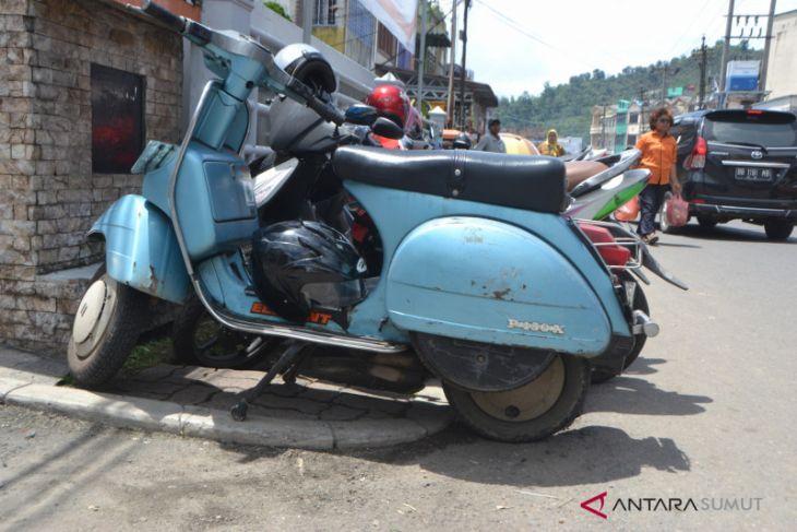Minim lahan parkir, sepeda motor parkir sembarangan