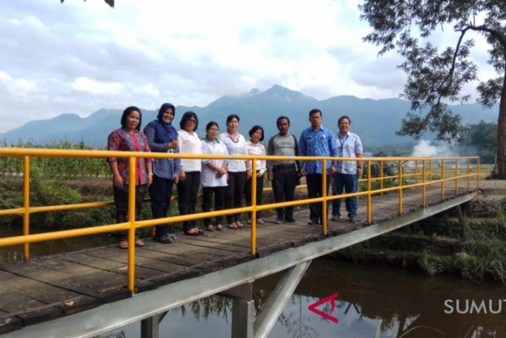 PT. TPL serahkan jembatan Lumban Manurung