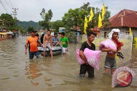 Banjir di Gorontalo bebera waktu lalu. FOTO/Adiwinata Solihin/ed/Spt