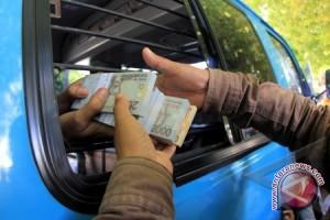 Ratusan Warga Tukar Uang Di Bank Indonesia