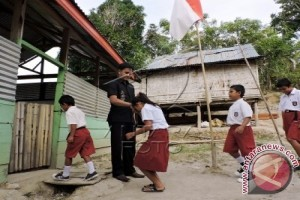 Sekolah di Desa Biluhu Kekurangan Guru