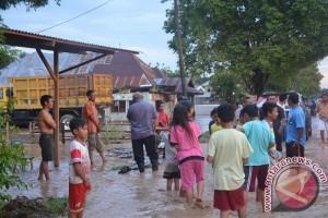 Korban Banjir Gorontalo Kekurangan Air Bersih