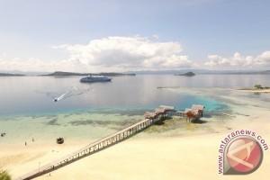 Ratusan Wisatawan Asing Kunjungi Pulau Saronde