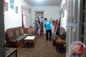 Peserta Tur Terjebak Banjir Di Perbukitan Bilato