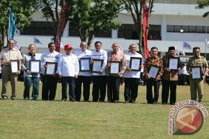 Gubernur Gorontalo Terima Penghargaan Pengembangan Sukarelawan PMI