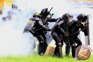 Ratusan Polisi Jaga Kantor KPU Gorontalo
