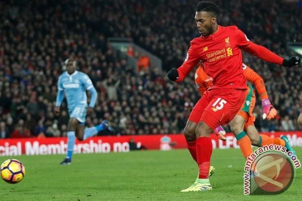 Sturridge Perjuangkan Kesempatan Bermain di Liverpool
