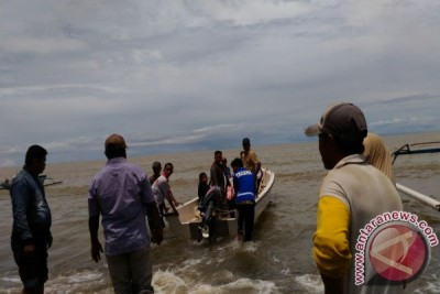 Tagana Angkut Mayat Gunakan Perahu Hindari Longsor