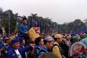 Ridwan Kamil naik sisingaan ke deklarasi calon gubernur
