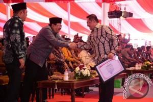 """Pemkot Gorontalo Raih Penghargaan """"Berkinerja Terbaik"""""""