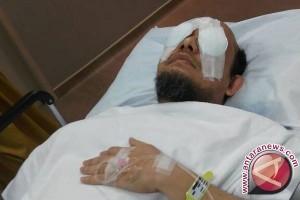 Dokter tunda operasi mata tahap dua Novel