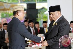 Zudan Serah Terimakan Jabatan Gubernur Ke Rusli