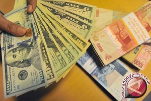 Rupiah ditransaksikan Rp13.496 per dolar AS
