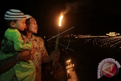 "Warga Gorontalo Rayakan Tradisi ""tumbilotohe"""