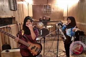 Band Perempuan Berjilbab Aliran Metal Perhatian Internasional