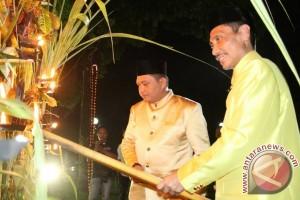 """Bupati: Tradisi """"tumbilotohe"""" Contoh Keberagaman Di Gorontalo"""