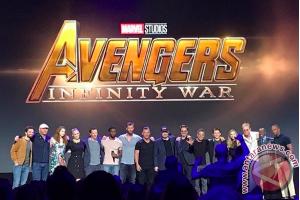 """Poster """"Avengers: Infinity War"""" tampilkan perubahan Captain America"""