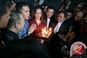 Divonis tiga tahun, Saipul Jamil dapat kado dan kue ulang tahun