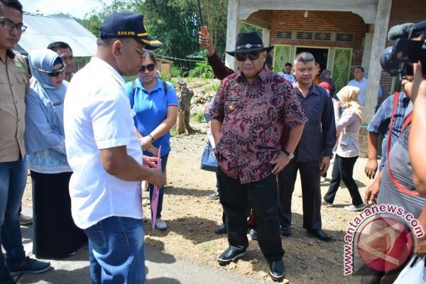Gubernur Mengecek Langsung Pekerjaan Jalan Hubungkan Dua Kabupaten
