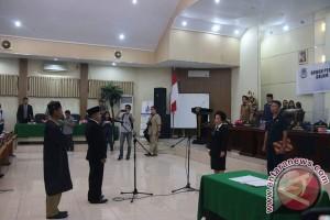 Syarifudin Taha Dilantik PAW DPRD Kota Manado