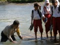 Siswa di Bulango Ulu naik Rakit Saat ke Sekolah