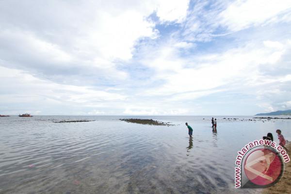 Pemkab Lirik Potensi Wisata Pantai Desa Lamu