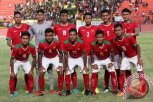 Timnas Indonesia u-19 kunjungi sekolah di Jember