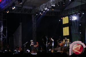 Payung Teduh dan petuah hak cipta di Synchronize Fest 2017