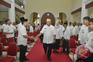 Gubernur: Camat-Lurah Harus Aktif Sikapi Program Pemerintah